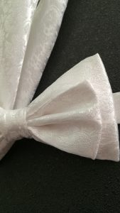200x168-noeud-papillon-blanc-mariage-soiree-pochette-marie-LDM-Createur-fr