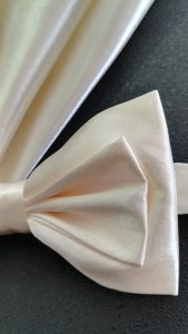 201x108-noeud-papillon-ecru-ivoire-satin-pochette-LDM-Createur-fr