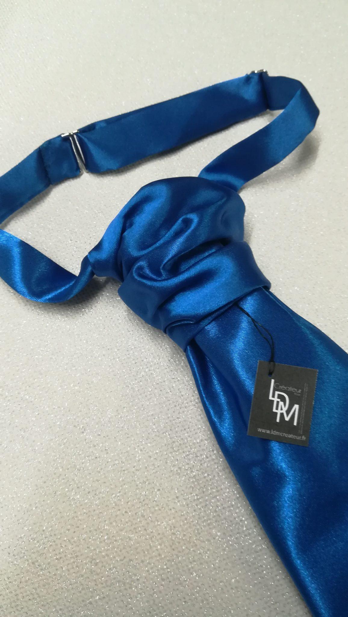 Cravate-mariage-bleu-dur-electrique-chic-elegance-millau-300x109-LDM-Createur-fr