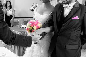 couple-mariage-noeud-papillon-blanc-ceremonie-LDM-Createur-fr
