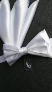 Noeud-papillon-Moscou-blanc-satin-pochette-mariage-201x214-LDM-Createur-fr