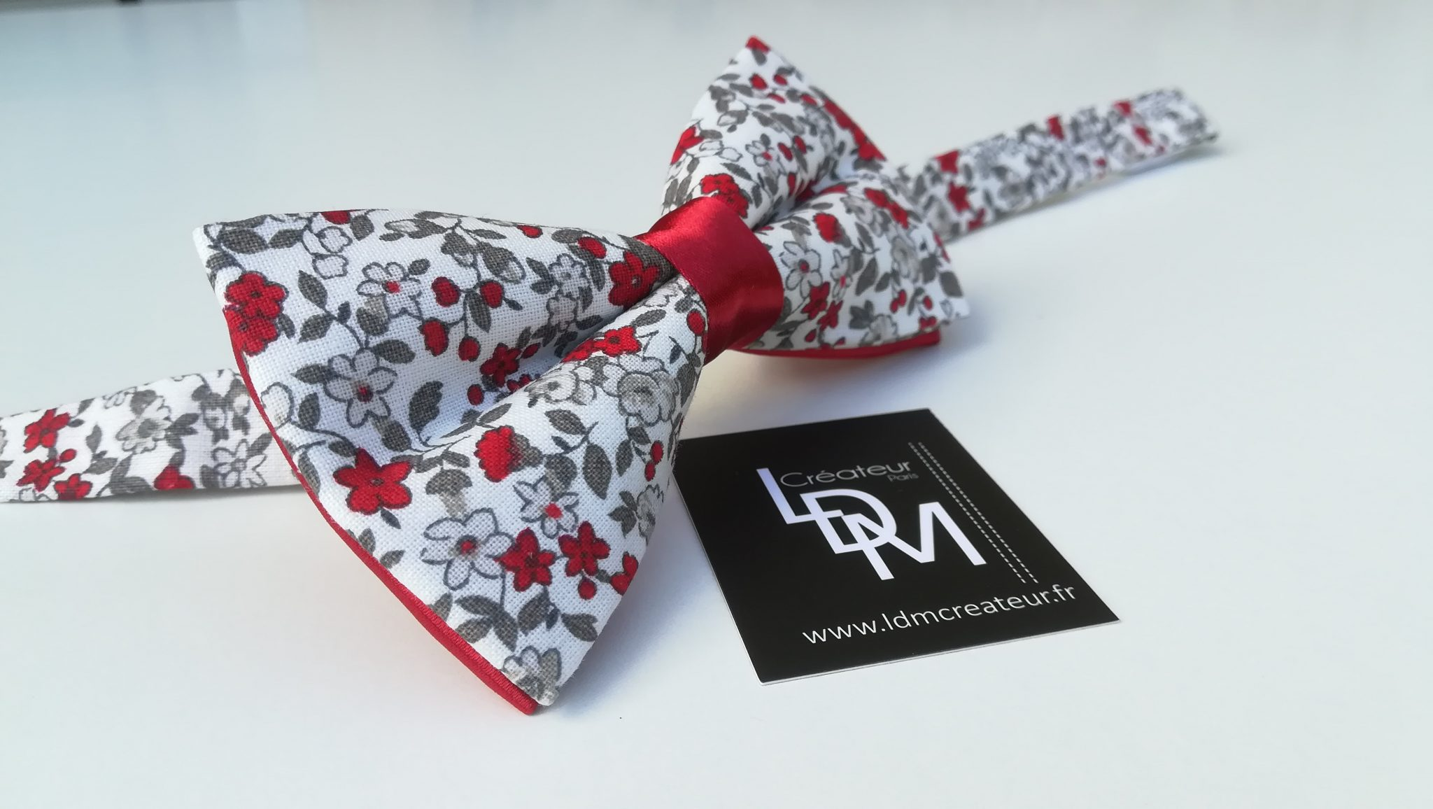 Nœud-papillon-liberty-rouge-blanc-gris-mariage-Chateaubriant-200x303-LDM-Createur-fr