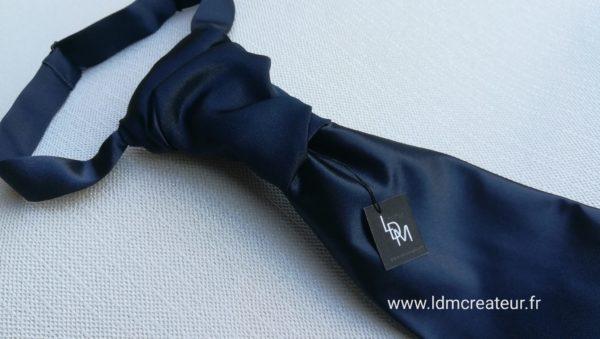 Cravate-mariage-bleu-marine-Versailles-cérémonie-accessoire-homme-marié-www.ldmcreateur-fr