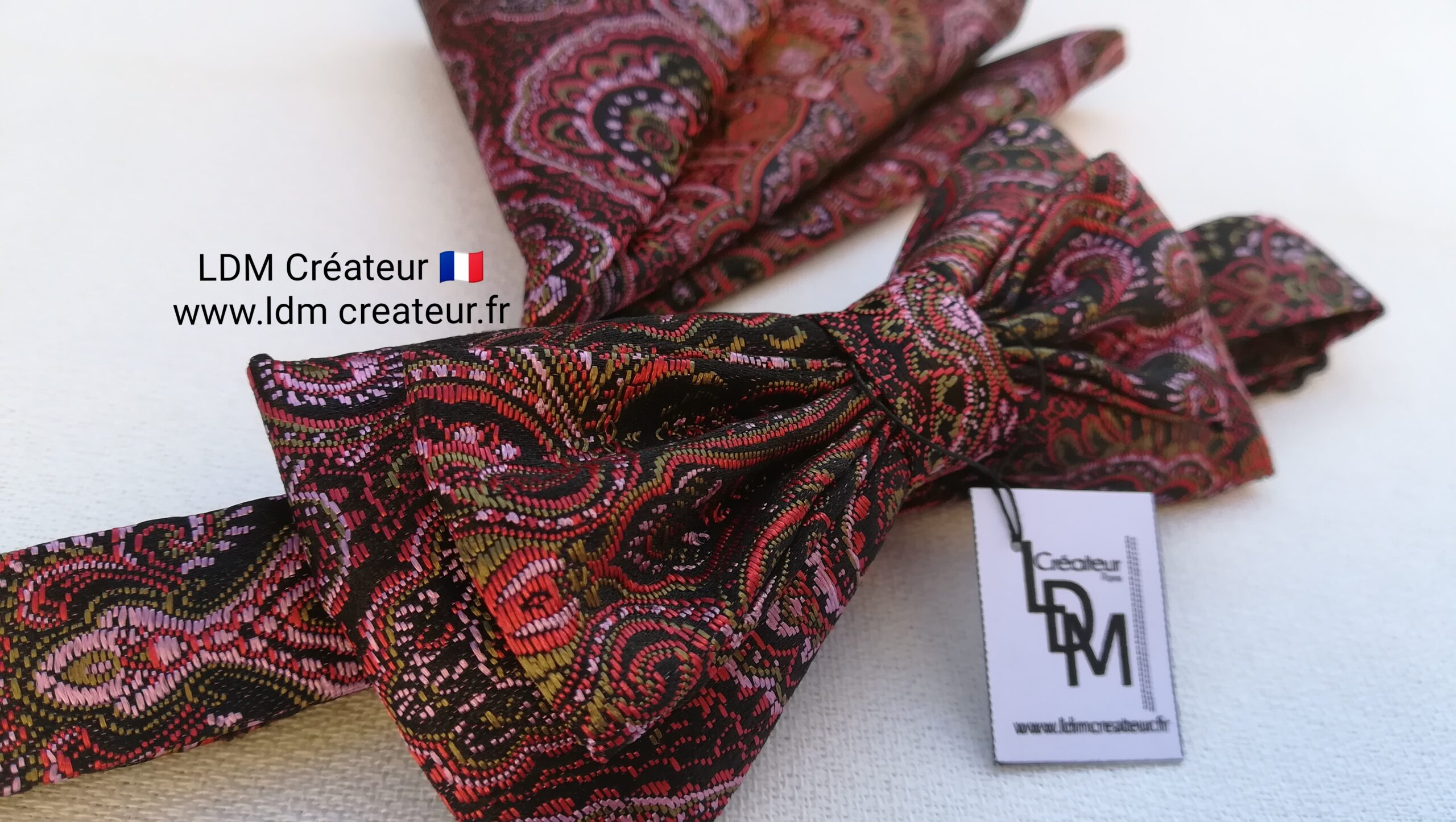 Noeud-papillon-rose-pochette-homme-marie-soiree-costume-Tournai-ldmcreateur